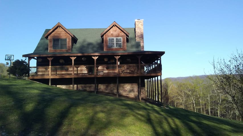 Mountain Lake Retreat on Norris Lake