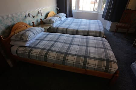 Sleeps 3 - En-suite Triple Bedroom - South Shields