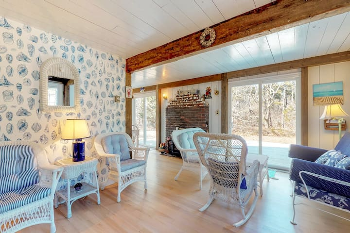 Cozy and private cottage on Chappaquiddick Island - perfect for families!