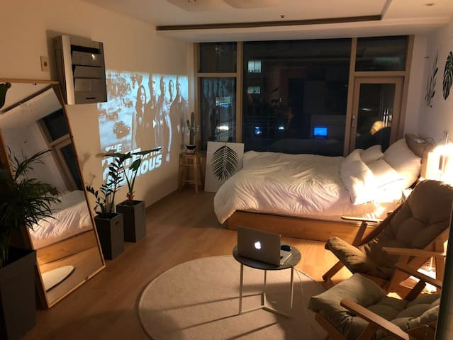 100%알코올 소독) 영화, 음악, 커피와 아늑한 휴식 / 강남역1분 Cozy Home