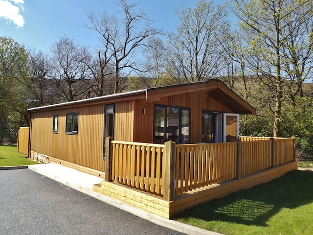 Spa Lodge 1, Dovestone Holiday Park - Greenfield - Houten huisje