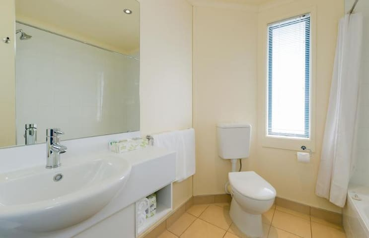 Beautiful Suite One Bedroom At Auckland Airport
