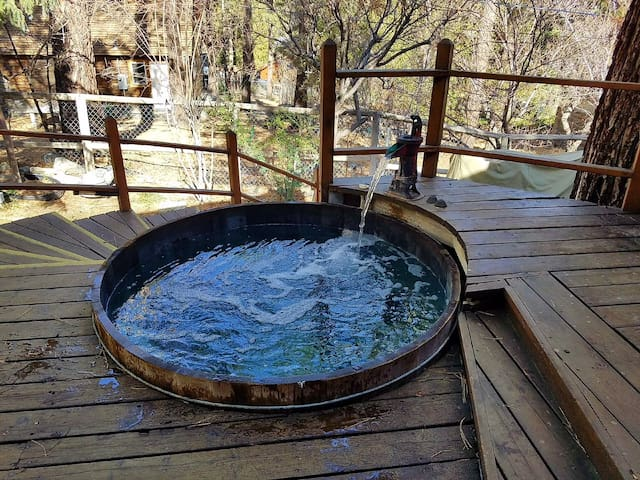 Redwood Haven, Hot Tub, Game Room, WIFI, Cable TV