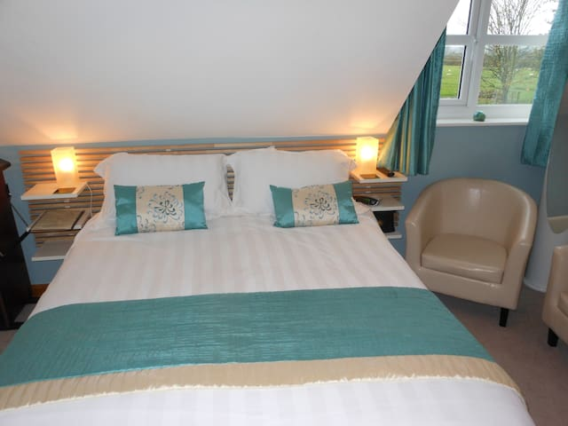 Double room with en-suite shower room