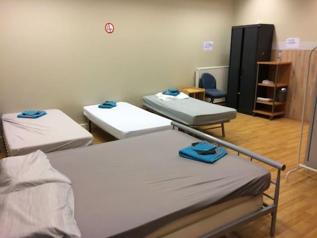 Just pour dormir groupe 8 pers ! Dortoir-Dormitory