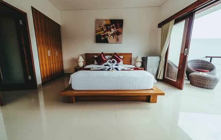 Bright & Spacious room with king bed and nature #1