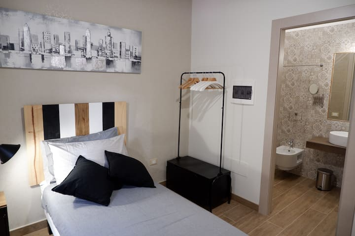 Double Room with Private  Bathroom (Orchidea)