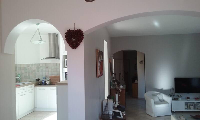 Villa 4 à 6 personnes presqu'ile de Giens - Hyères - บ้าน