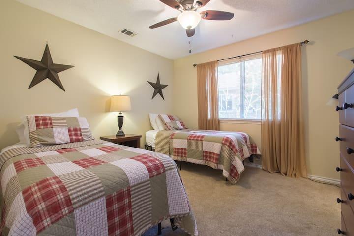 Cozy Room 2 w/Private Bath