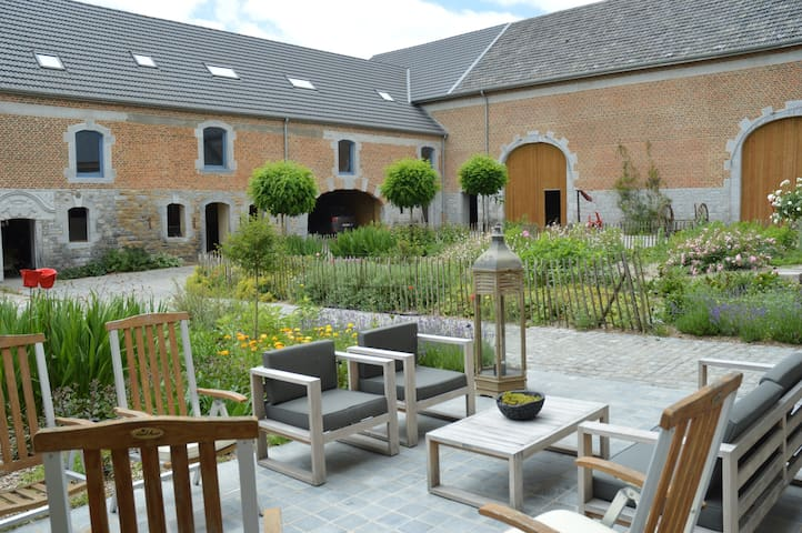 b&b aux4saules in an old square farm
