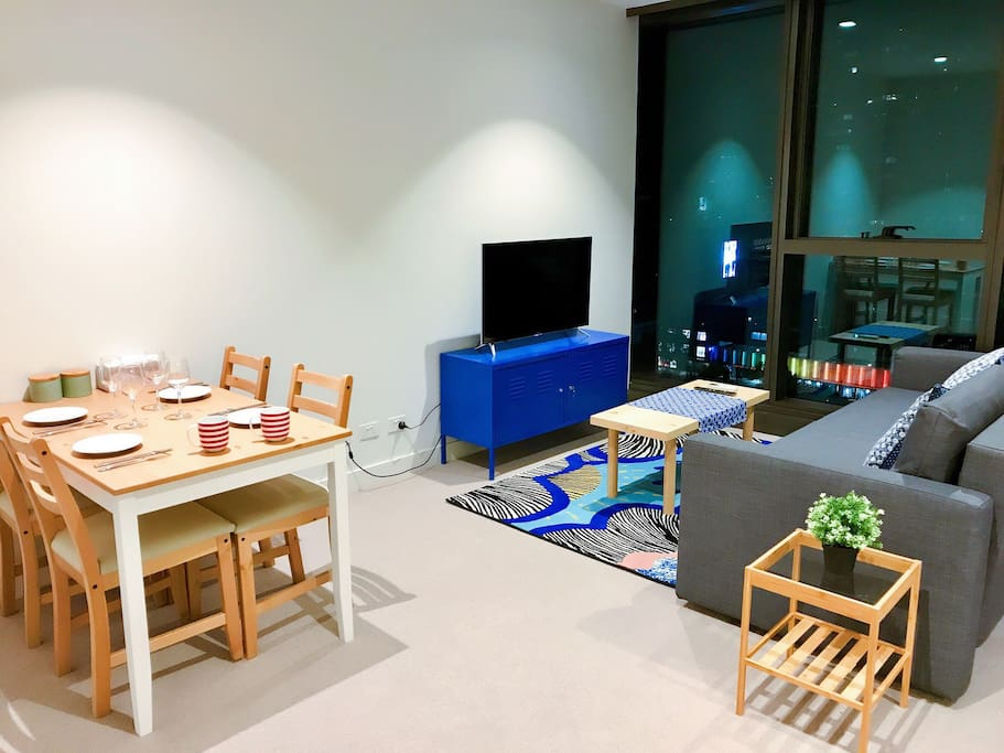 Fresh and modern decorative style . Fantastic CBD view.  All brand new furnitures and electric appliance, 40 inch Smart TV which you and your family can enjoy YouTube and Netflix and more...