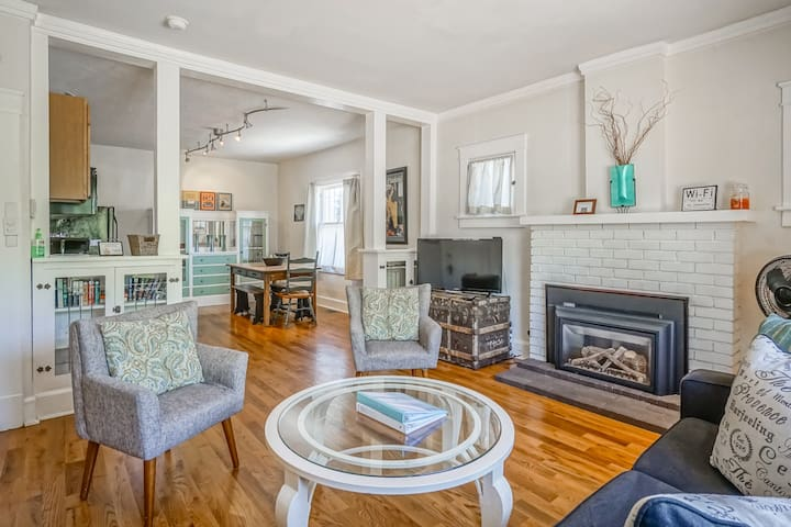 Historic Bungalow w/porch,  King Bed, Walk to UNM