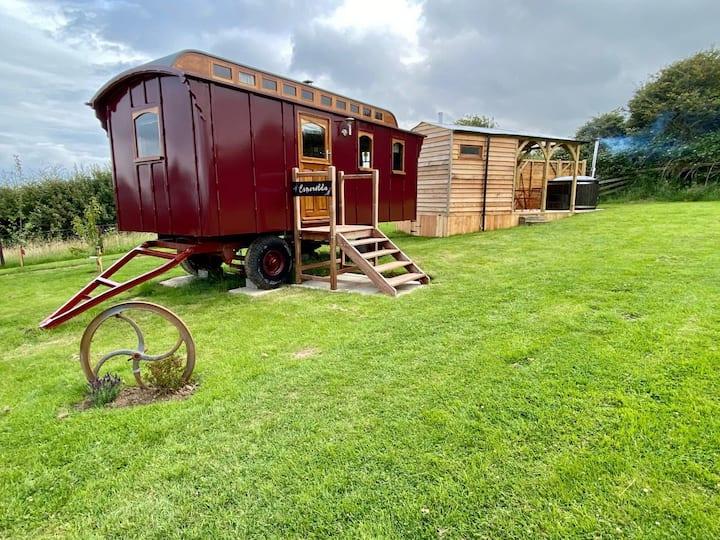 Esmerelda, The Showmans Wagon, Glamping