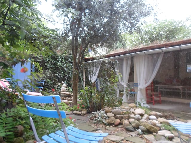 Lovely village house with patio - Castelreng