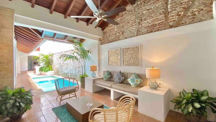 Stunning 6 BR House with Private Pool in Old City