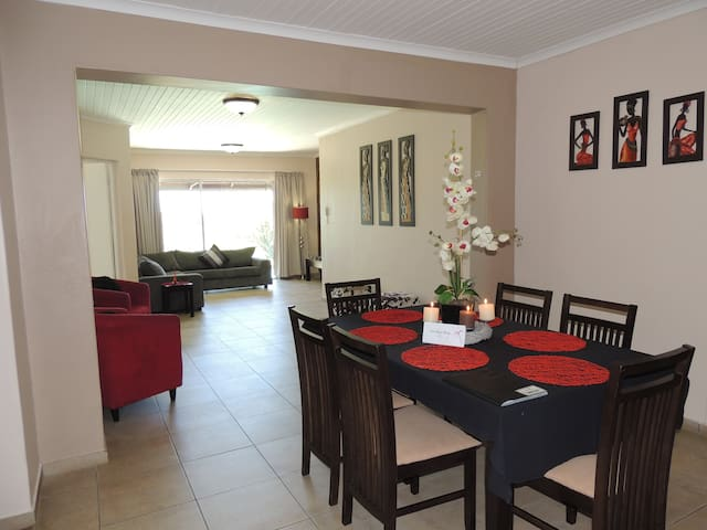 Little Eden: MPISI 4-6 Sleeper Self Catering Unit - St Lucia - Apartemen