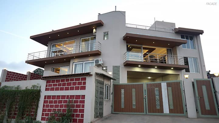 CLASSIC ROOMS  W  SHARED POOL  IN MAHABALESHWAR