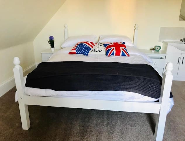 Very comfortable king size bed (upstairs) with vanity unit (space for child's camper bed)
