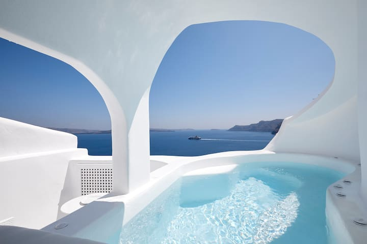 Oia White Cave with outdoor and indoor hot tub
