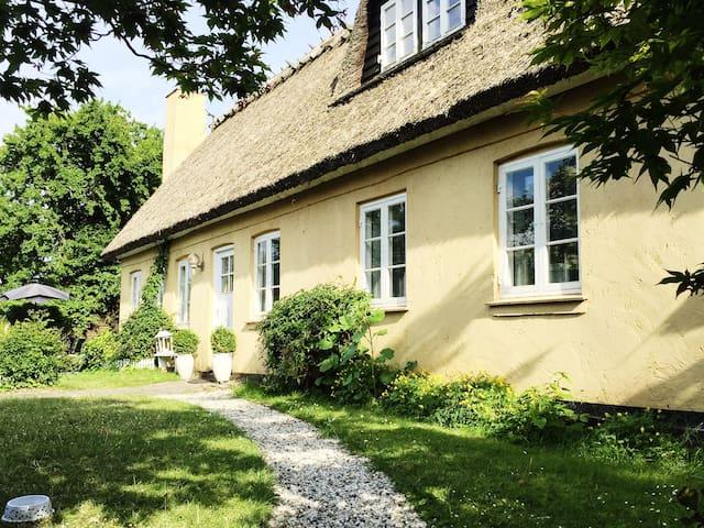 Romantisk bondehus med pool - Albertslund - Vila