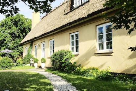 Romantisk bondehus med pool - Albertslund - Villa