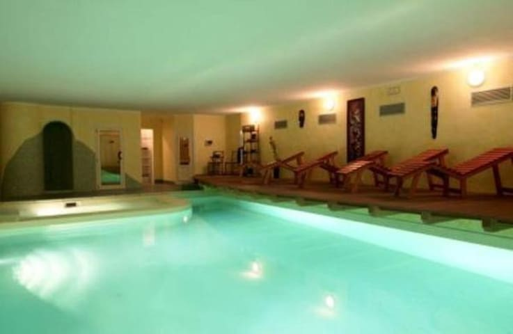 Indoor pool (in common with other guests)