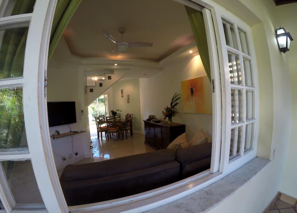 Vista sala janela entrada
