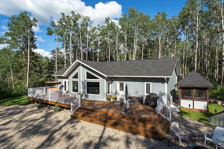 Fireside Lodge- Peaceful 3BR cabin near Clear Lake