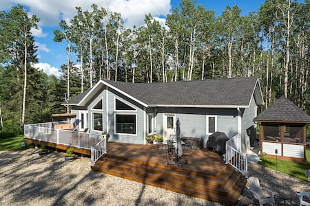 Fireside Lodge- Peaceful 3BR cabin near Clear Lake