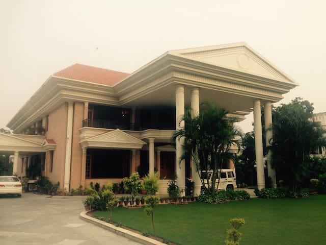 Him Villa - Chandigarh - Dom