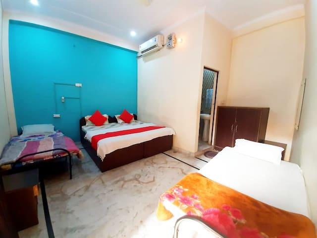 Family 4 Bed Room : Near Taj Mahal