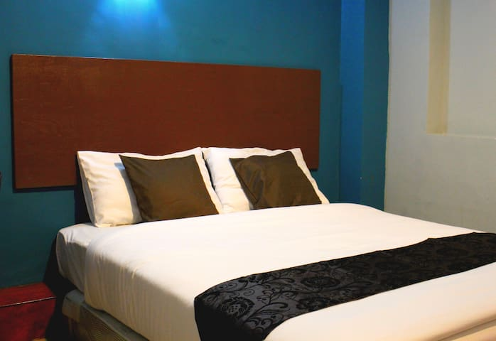 Queen Room 3 (Private Toilet & Airconditioned )