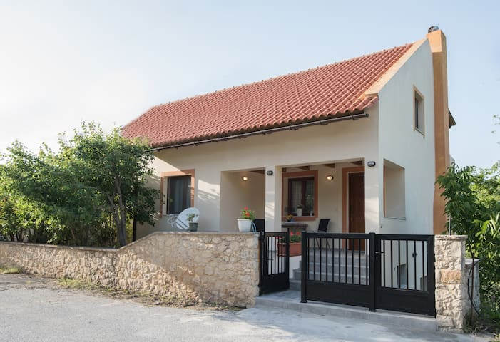 Athina's House - To σπίτι της Αθηνά - Alones - Haus