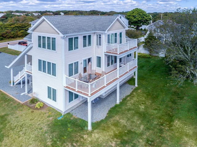 Point Judith home with Ocean Views, sleeps 16