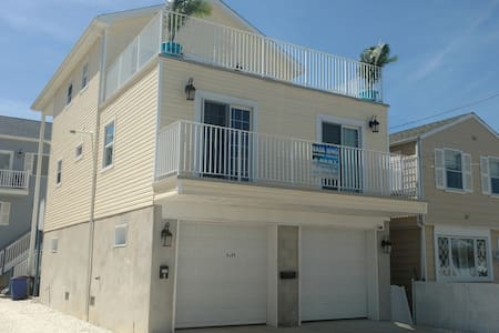 Bada Bing Shore House, Brand New 4 BR - 씨사이드 하이츠(Seaside Heights)