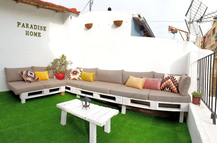 Cozy house with terrace in the center of Alicante.