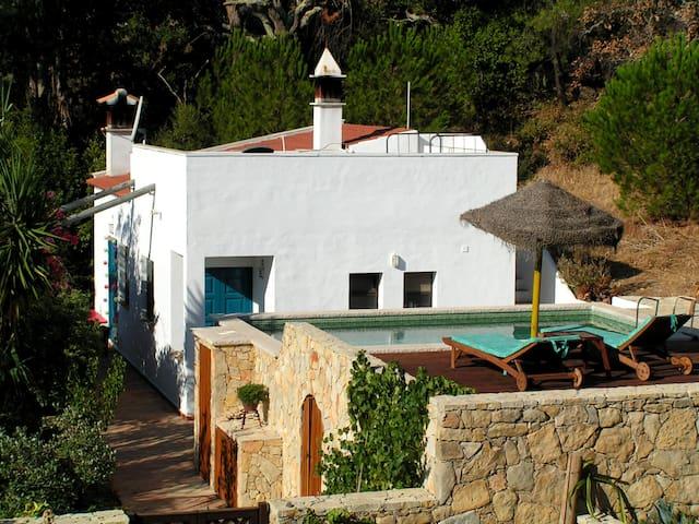 Ferienhaus mit Sauna, Kamin, Pool & toller Natur