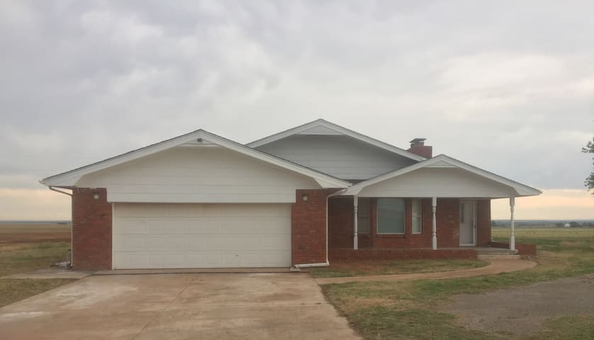 Entire Farm house right next to Fort Cobb Lake