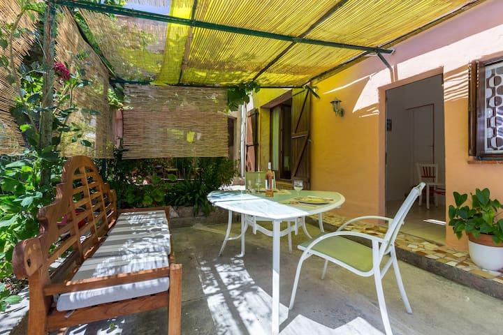 Studio-jardin ensoleillé près de Nice. - La Trinité - Casa