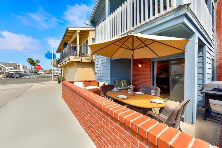 25% OFF AUG - Beach Home w/ Front Deck, Steps to Beach, Walk to All