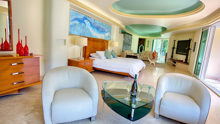 Luxury Master Suite with Beach, Ocean and swimming pool view