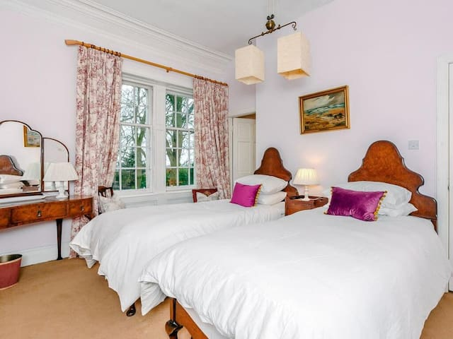 Bedroom 5 ensuite. 2 singles or 1 superking
