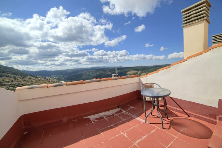 Apartment with one bedroom in Gúdar, with wonderful mountain view, terrace and WiFi