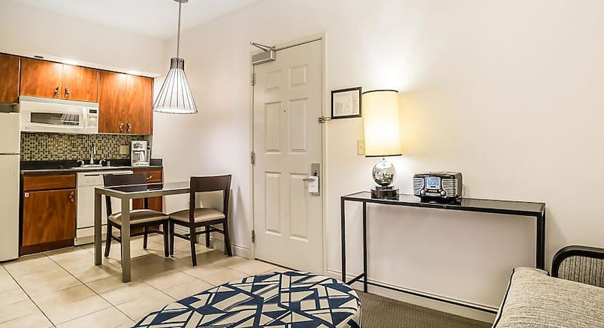 DEC 11-13 Standard 1 Bdrm Furnished Apt Sleeps 3