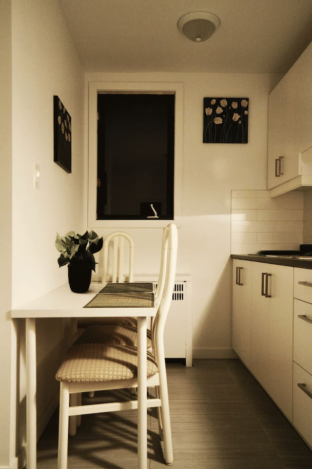 Private stay close to subway and 24h many services