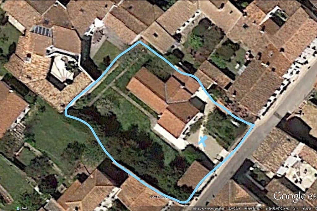 Maison plein centre village jardin clos 600m2 houses for Jardin 600m2