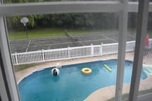 Overlooks tennis court and pool