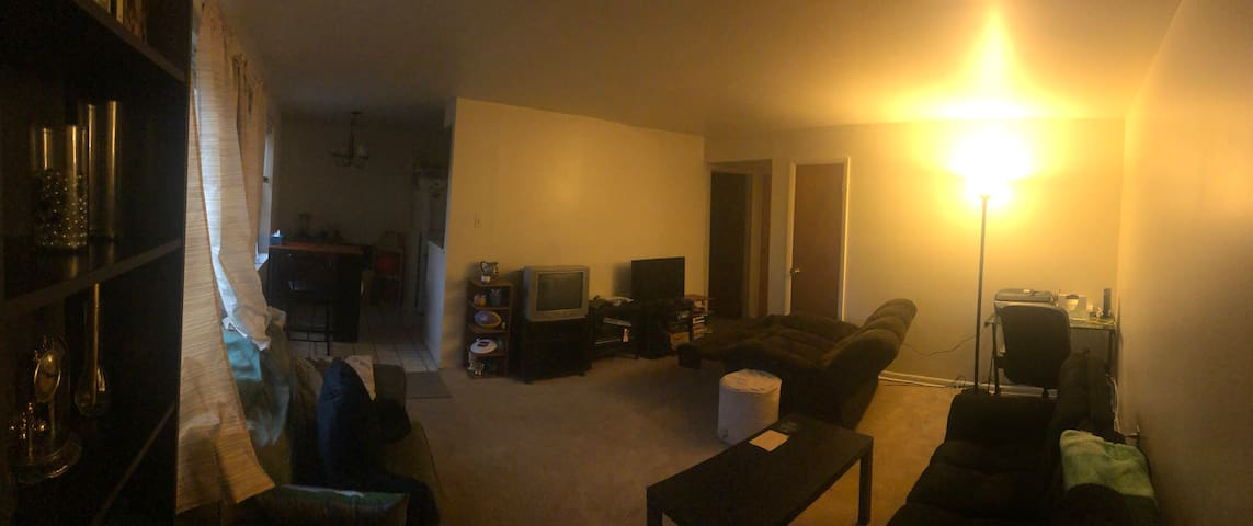 Prime King of Prussia, Pa Spacious Open Room