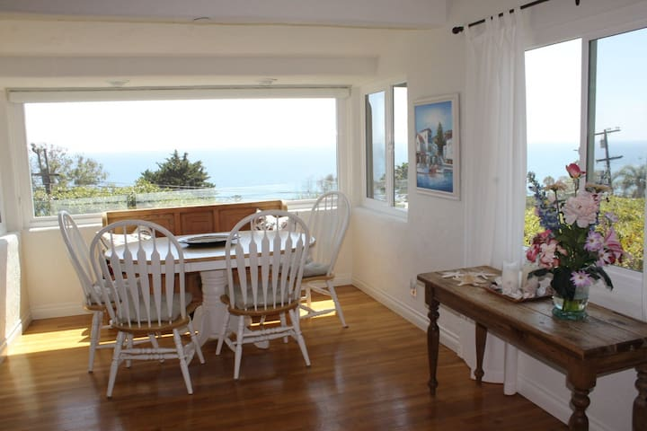 Wonderful oceanview Laguna Beach home walk to sand