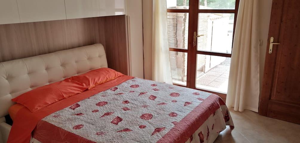 Camera matrimoniale con letto a castello ed eventuale culla (su richiesta per bimbi fino a 3 anni)